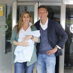 Joaquín Prat y Yolanda Bravo presentan a su hijo Joaquín