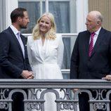El Rey Harald con Haakon y Mette-Marit de Noruega en el 75 cumpleaños de Margarita de Dinamarca