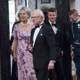 Benedicta y Federico de Dinamarca y Carlos Gustavo de Suecia en la cena de gala por el 75 cumpleaños de Margarita de Dinamarca