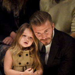 David Beckham con su hija Harper Seven en el desfile de Burberry 'London in Los Angeles'