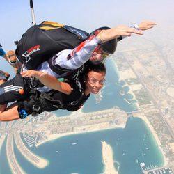 Coleen Rooney mujer de Wayne Rooney saltando en paracaídas