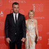 LIev Schreiber y Naomi Watts en la gala del 50 aniversario del LACMA