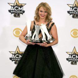 Miranda Lambert con sus galardones en los ACM Awards 2015
