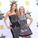 Sofía Vergara y Reese Witherspoon en los ACM Awards 2015