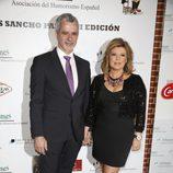 Terelu Campos y José Valenciano a su llegada a los Premios Sancho Panza 2015
