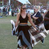 Paris Hilton con falda en el segundo fin de semana del Coachella 2015