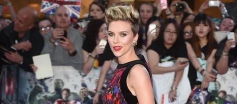 Scarlett Johansson con un jumpsuit Balmain en el estreno de 'Los Vengadores: la era de Ultron' en Londres