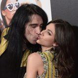 Mario Vaquerizo y Úrsula Corberó se besan en el estreno de 'Cómo sobrevivir a una despedida'