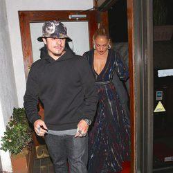 Jennifer Lopez saliendo de un restaurante italiano con Casper Smart