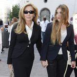 Norma Duval en el funeral de María Pineda en Madrid
