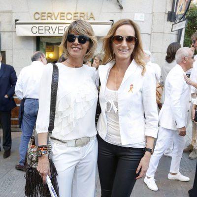 Arancha de Benito y Sandra Ibarra en el funeral de María Pineda en Madrid