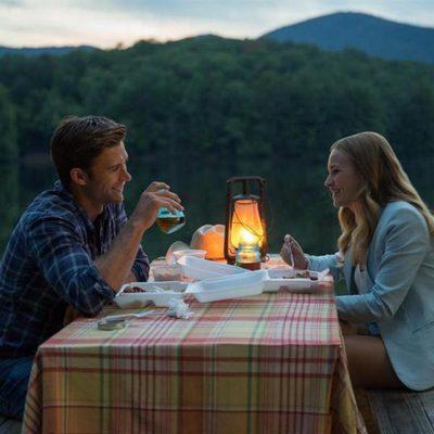 Scott Eastwood y Britt Roberson protagonizan 'El viaje más largo'
