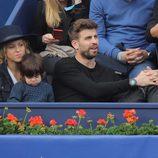 Gerard Piqué y Shakira con su hijo Milan en la final del Torneo Conde Godó 2015
