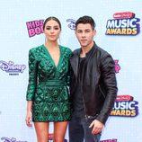 Nick Jonas y su novia Olivia Culpo en la gala de los 'Radio Disney Music Awards' 2015