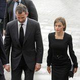 Los Reyes Felipe y Letizia llegan compungidos al funeral institucional por las víctimas del accidente de avión de Germanwings