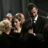 Los Reyes Felipe y Letizia consuelan a los familiares de las víctimas del accidente de Germanwings en el funeral institucional
