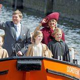 Los Reyes Guillermo Alejandro y Máxima de Holanda con sus hijas en el Día del Rey 2015