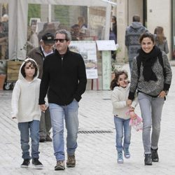 Toni Acosta y Jacobo Martos con sus hijos Nicolás y Julia
