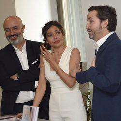 Luis Canut emociona con sus palabras a Patricia Pérez durante la presentación de su libro