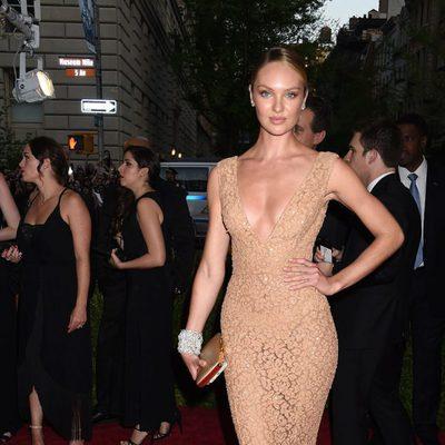 Candice Swanepoel en la alfombra roja de la Gala del Met 2015