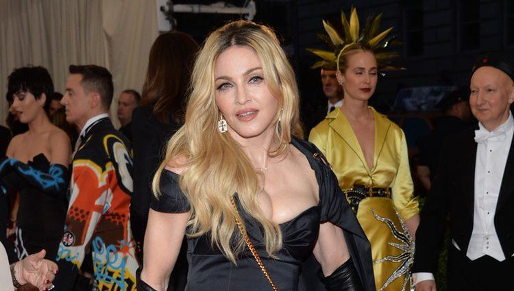 Madonna en la alfombra roja de la Gala del Met 2015