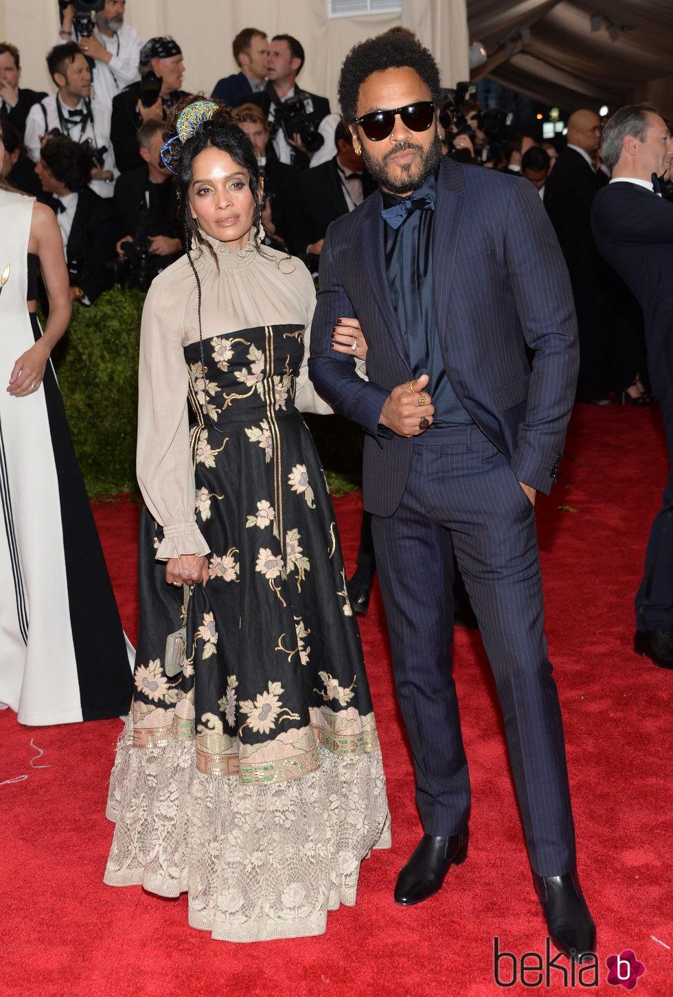 Lenny Kravitz y Lisa Bonet en la alfombra roja de la Gala del Met 2015