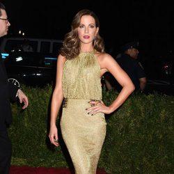 Kate Beckinsale en la alfombra roja de la Gala del Met 2015