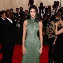 Kendall Jenner en la alfombra roja de la Gala del Met 2015