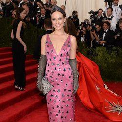 Olivia Wilde en la alfombra roja de la Gala del Met 2015