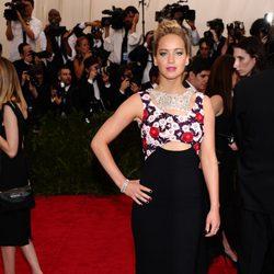 Jennifer Lawrence en la alfombra roja de la Gala del Met 2015