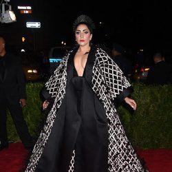 Lady Gaga en la alfombra roja de la Gala MET 2015