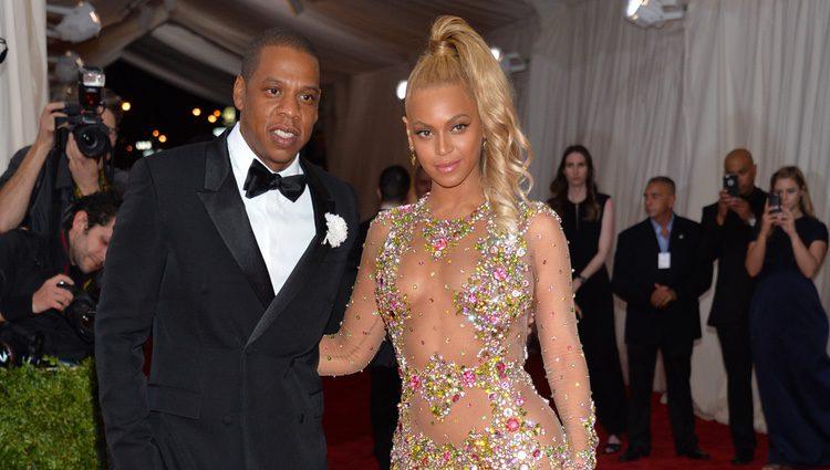 Beyoncé y Jay Z en la alfombra roja de la gala MET 2015