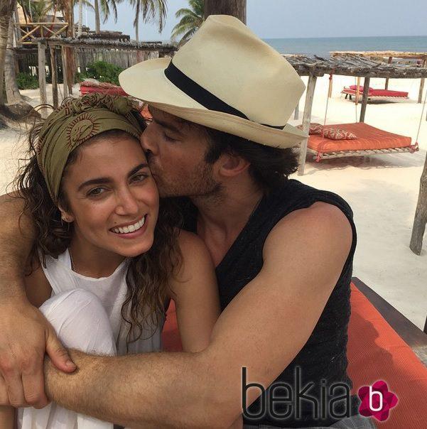 Nikki Reed e Ian Somerhalder de luna de miel en las playas de Brasil