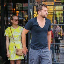 Joshua Jackson y Diane Kruger vuelven a la rutina después de la gala del MET 2015