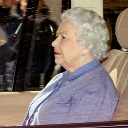 La Reina Isabel II conoce a su bisnieta Carlota de Cambridge
