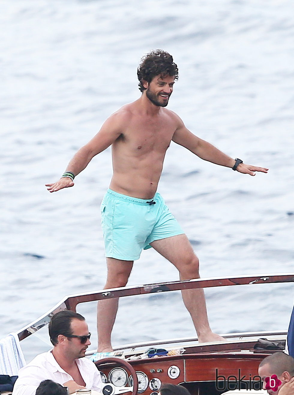 Carlos Felipe De Suecia Con El Torso Desnudo De Vacaciones En El Mar