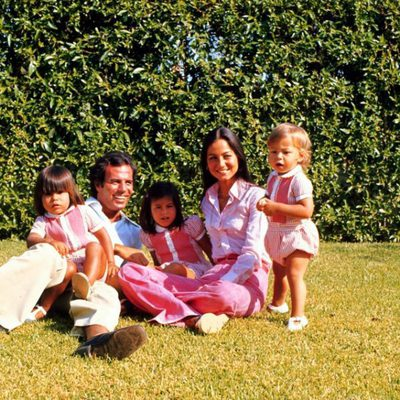 La familia Iglesias-Preysler posando en los años setenta