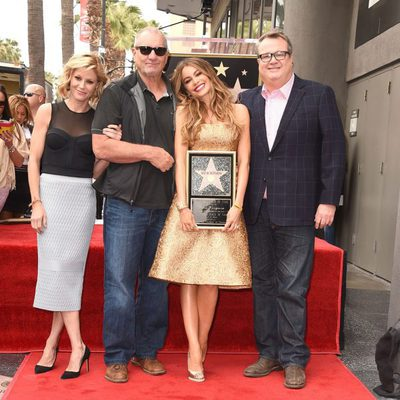 Sofia Vergara recibe su estrella en el Paseo de la Fama con sus compañeros de 'Modern Family'