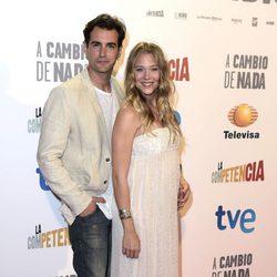 Patricia Montero presume de embarazo junto a Álex Adrover en el estreno de 'A cambio de nada'