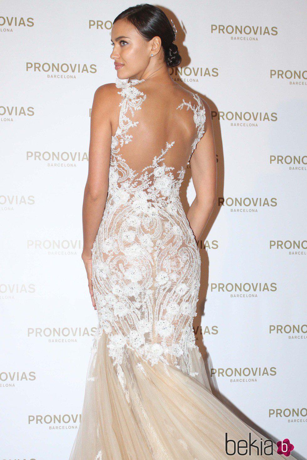 Irina Shayk posa en el photocall de la Barcelona Bridal Week