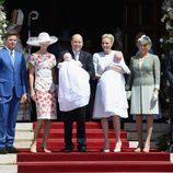 Jacques y Gabriella de Mónaco con sus padres y padrinos en su bautizo