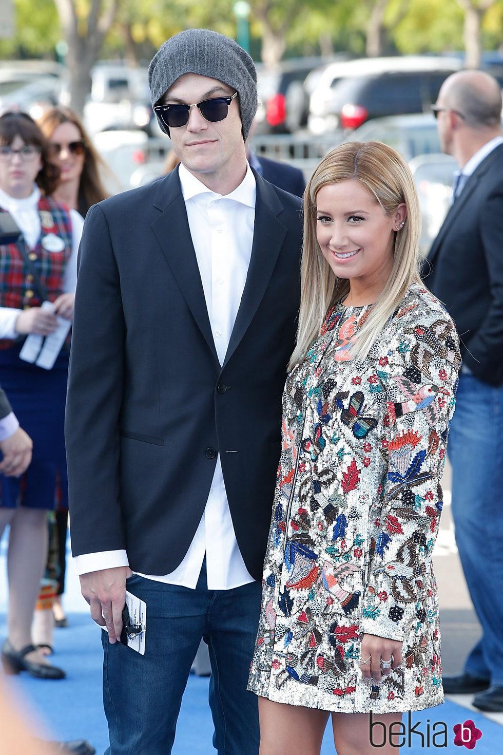 Ashley Tisdale y Christopher French en el estreno de Tomorrowland' en Anaheim