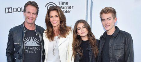 Randy Gerber, Cindy Crawford, Kaia Gerber y Presley Gerber en el estreno de Tomorrowland' en Anaheim