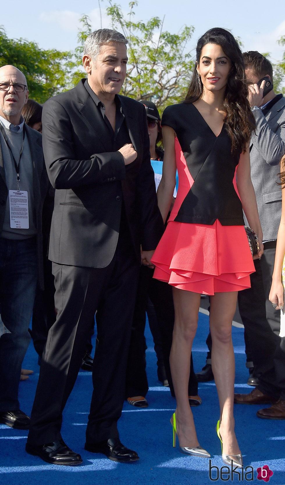 George Clooney y Amal Alamuddin, a su llegada a la premiere de 'Tomorrowland' en Anaheim