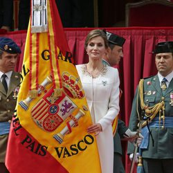 La Reina Letizia en la entrega de la Enseña Nacional a la Guardia Civil en Vitoria