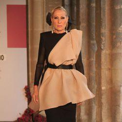 Rosa Benito debutando como modelo profesional en Sevilla