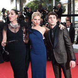 Rossy de Palma, Sienna Miller y Xavier Dolan en la inauguración del Festival de Cannes 2015
