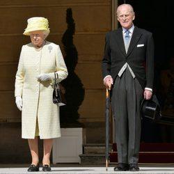 La Reina Isabell II y el Duque de Edimburgo en la Garden Party del Palacio de Buckingham
