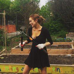 Lindsay Lohan realizando servicios comunitarios en Brooklyn