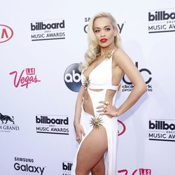Rita Ora luciendo pierna en los Billboard Music Awards 2015